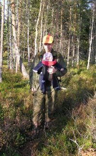 Hampus första skogsfågeljakt, ett par månader gammal